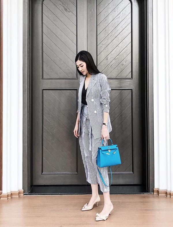 Suit, các kiểu váy kẻ sọc là trang phục được các bạn gái mê chưng diện chọn lựa sử dụng trong hè 2018.