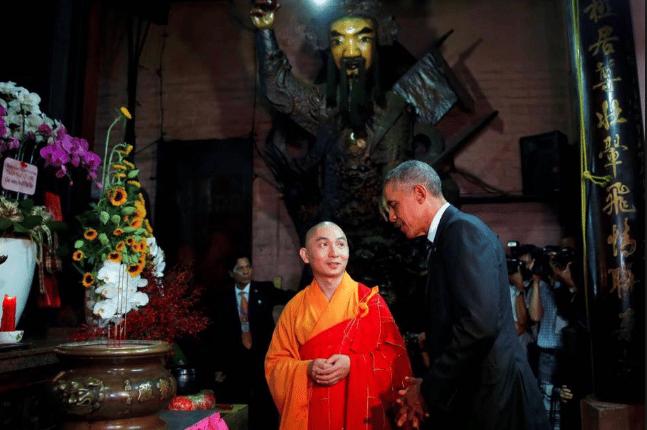 Cựu Tổng thống Mỹ đến tham quan chùa Ngọc Hoàng