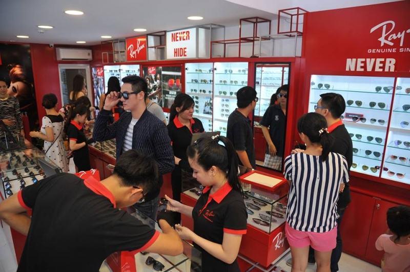 Eyewear Store là đại lý chính hãng của nhiều thương hiệu kính nổi tiếng thế giới