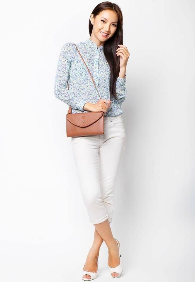 Tại Lee&Tee, túi đeo chéo kết hợp ví - Floren có giá: 325.000 VNĐ