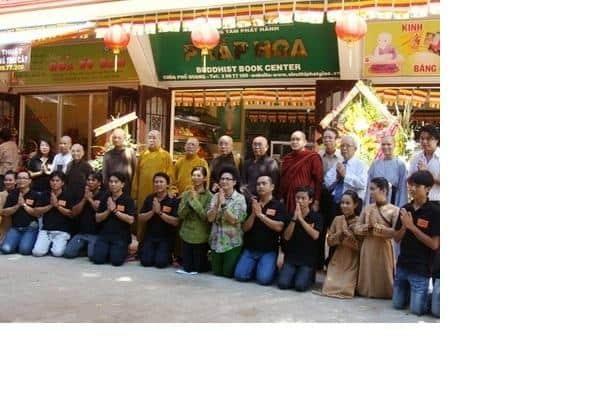 Siêu thị Pháp Hoa tọa lạc trong khuôn viên chùa Phổ Quang