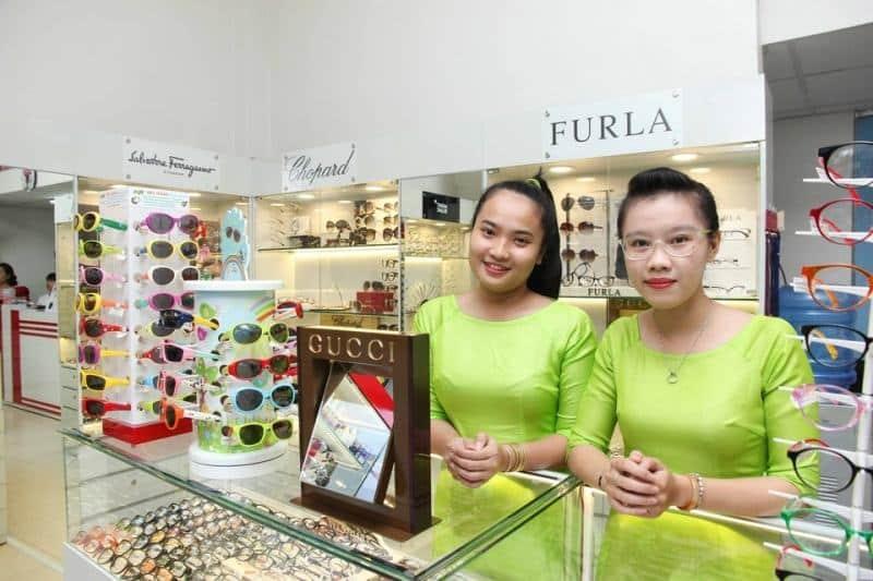 Young Optical Boutique là một cửa hàng chuyên kinh doanh kính mắt, gọng kính an toàn, thời thượng
