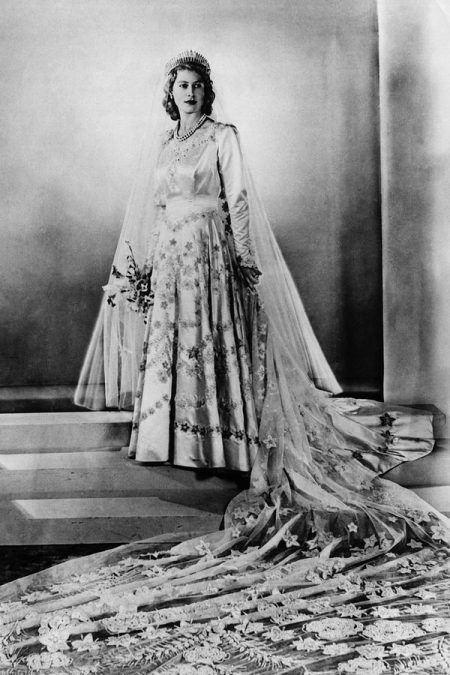 TOP 15 mẫu váy cưới của hoàng gia các nước