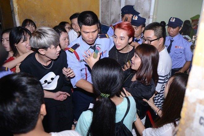 20151019 Fan Vay Kin Son Tung Mtp Sau Dem Nhac O Hn 6 1509695294775