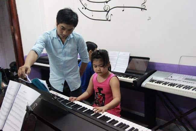 Trung tâm đào tạo âm nhạc DẤu Chấm Đen là Top Trung tâm dạy đàn piano tốt nhất tại TP. Hồ Chí Minh