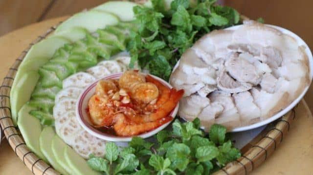 Mắm tôm chua ăn kèm với thịt heo luộc (Ảnh ST)