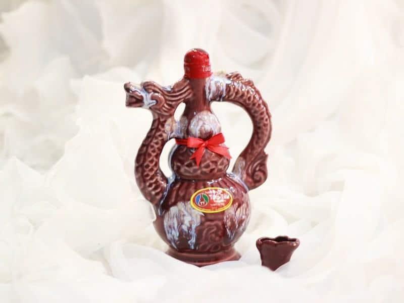 rượu Bầu Đá đặc sản Bình Định làm quà