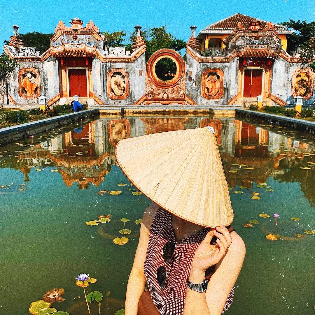 Cổng chùa Bà Mụ là điểm check in siêu hot của các bạn trẻ ở Đà nẵng thời gian gần đây