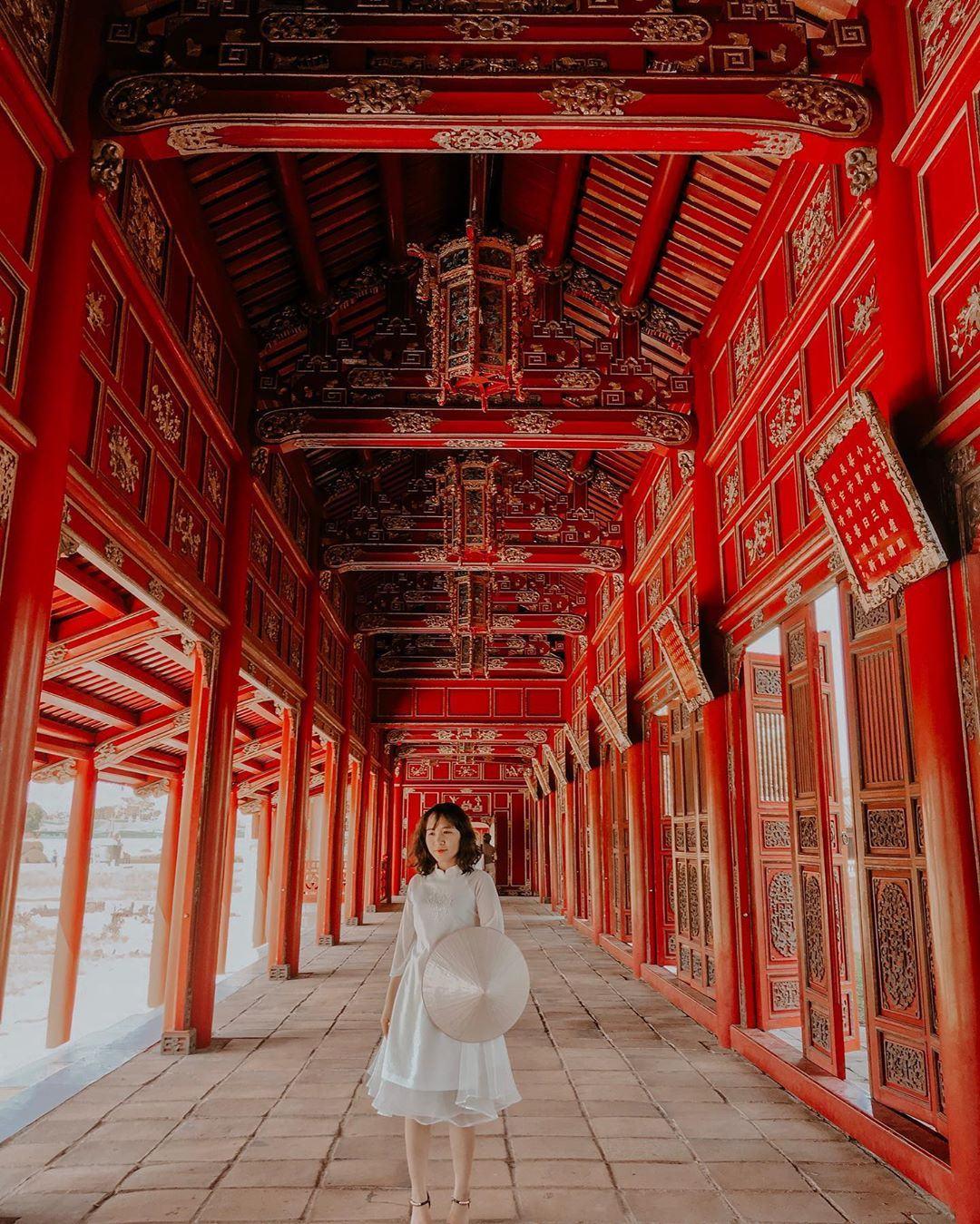 Kiến trúc cổ được làm từ gỗ lim đến nay vẫn còn nguyên vẹn và chưa hề bị mai một bởi thời gian