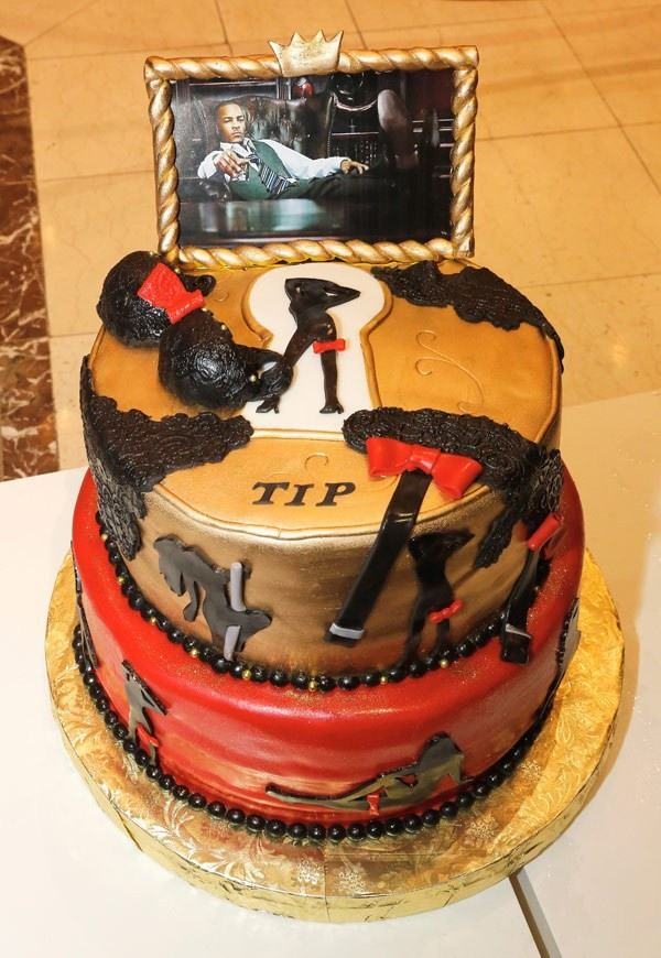 Những chiếc bánh sinh nhật cực sốc của sao thế giới - Sao ...