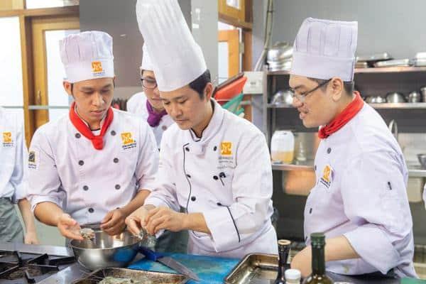 Góc Giải Đáp: Học Nghề Đầu Bếp Cần Những Gì?