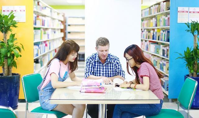 Học ngành Ngôn ngữ Anh ra trường làm nghề gì?