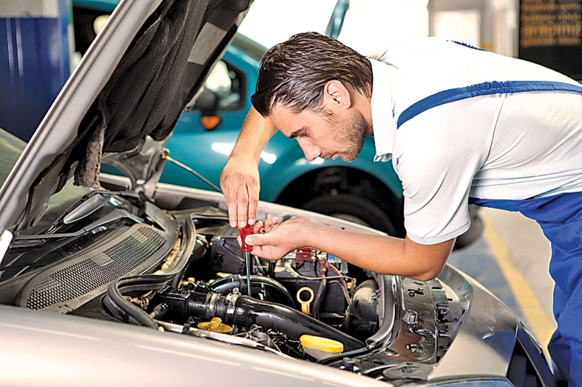 Thợ sửa ô tô ở vùng Ontario ,Canada. - Mountain Guider