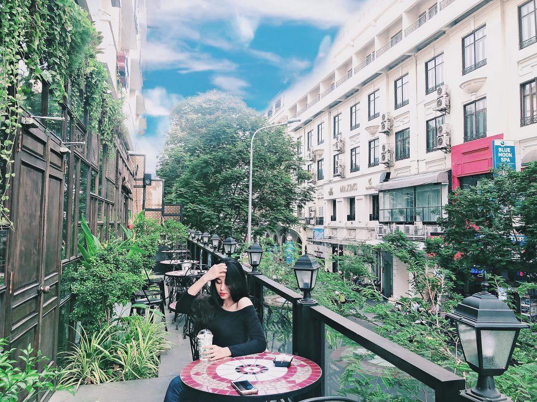 Điểm mặt 5 quán cà phê bất chấp nắng nóng Sài Gòn: Số 3 siêu sang chảnh, địa chỉ cuối cùng phủ xanh như vườn cổ tích