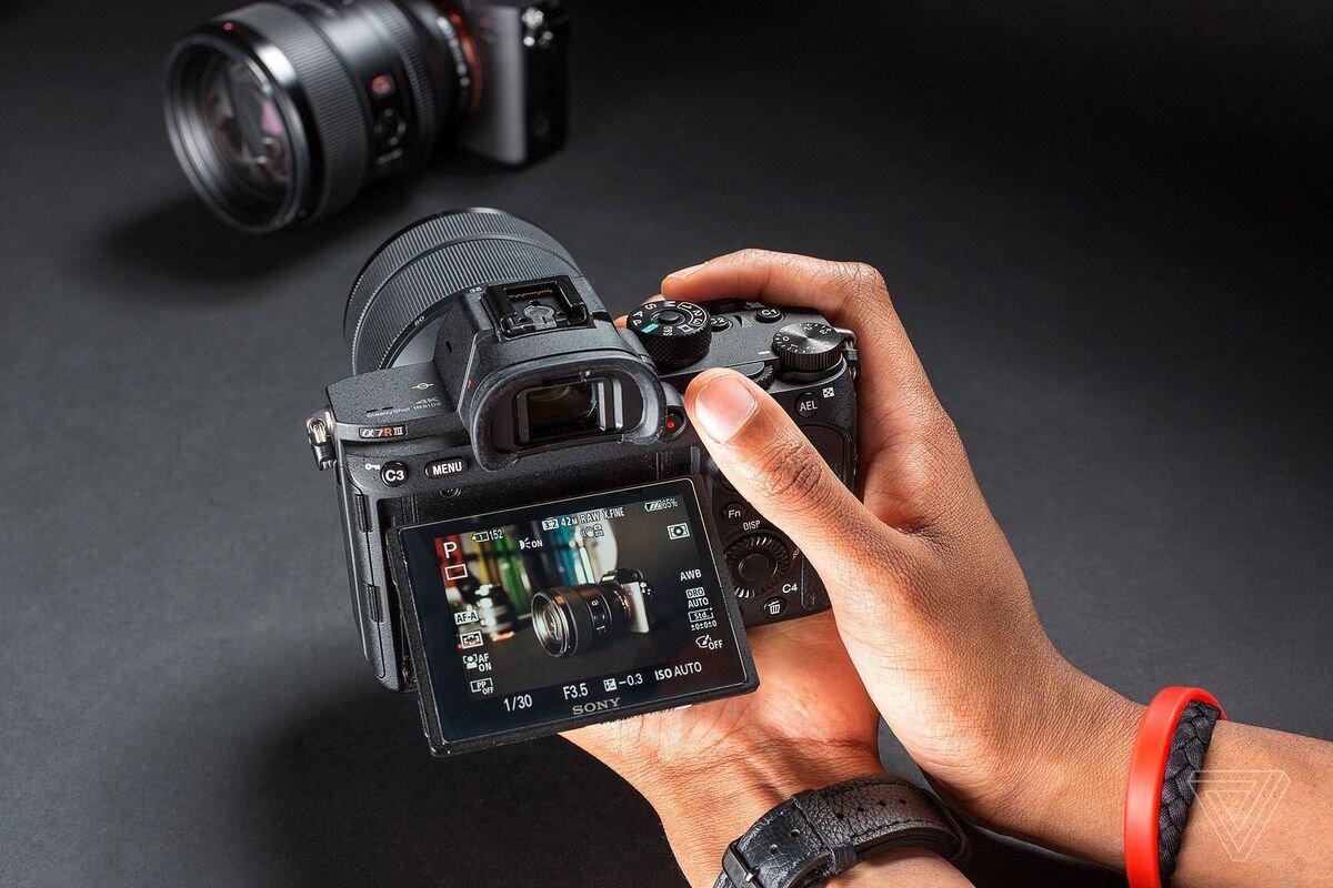 Các loại máy ảnh Sony nào tốt nhất: Máy cơ, DSLR, Alpha Mirrorless    websosanh.vn
