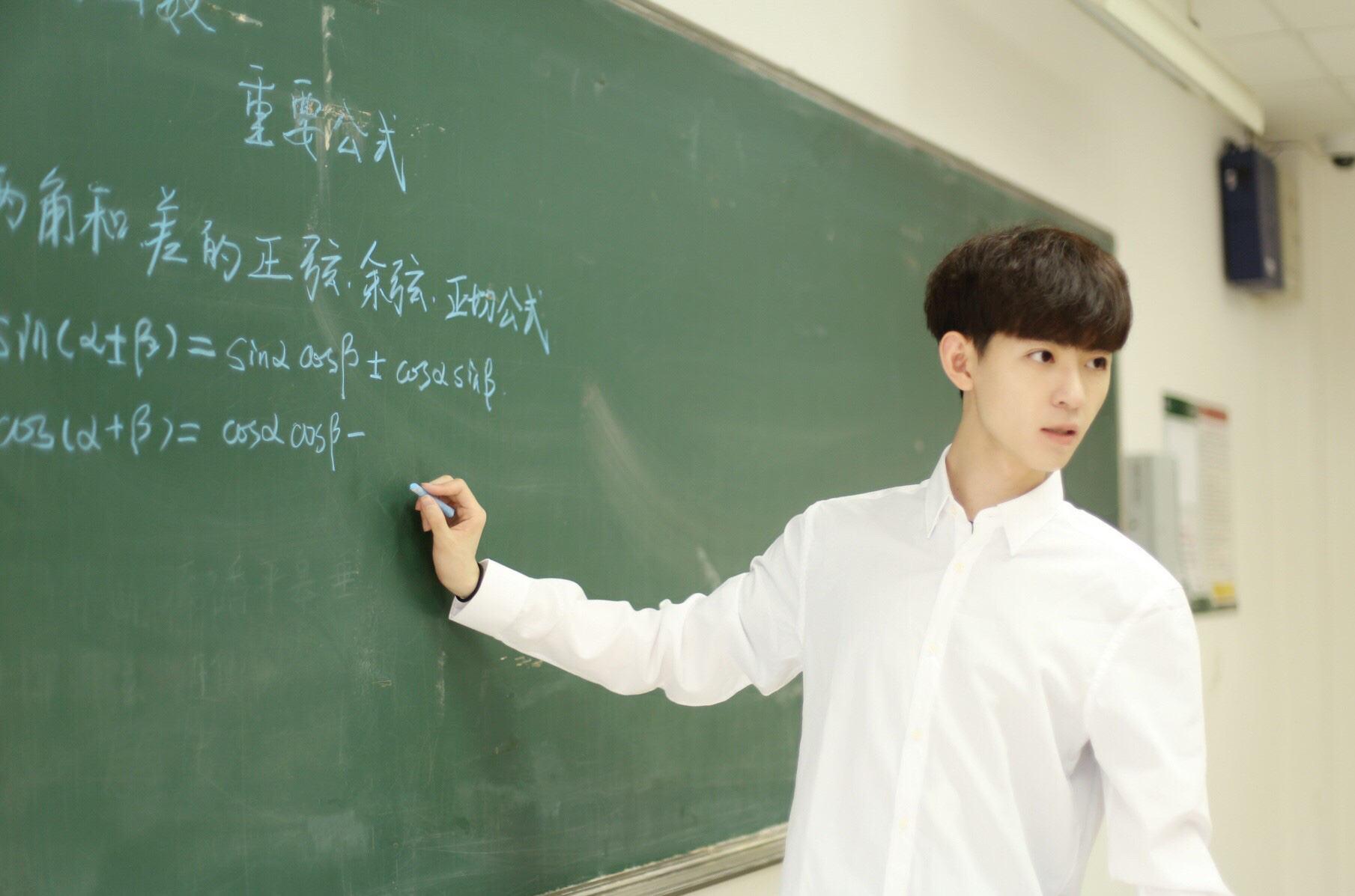 Thầy giáo hot boy, cô giáo nữ thần ở Trung Quốc hậu nổi tiếng: Người nghỉ  việc đi du học, người thành KOLs triệu follow - Kênh thông tin tổng hợp