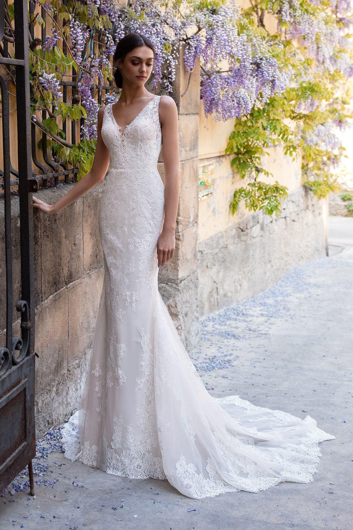 Find Designer Wedding Dresses & Gowns | Guides for Brides