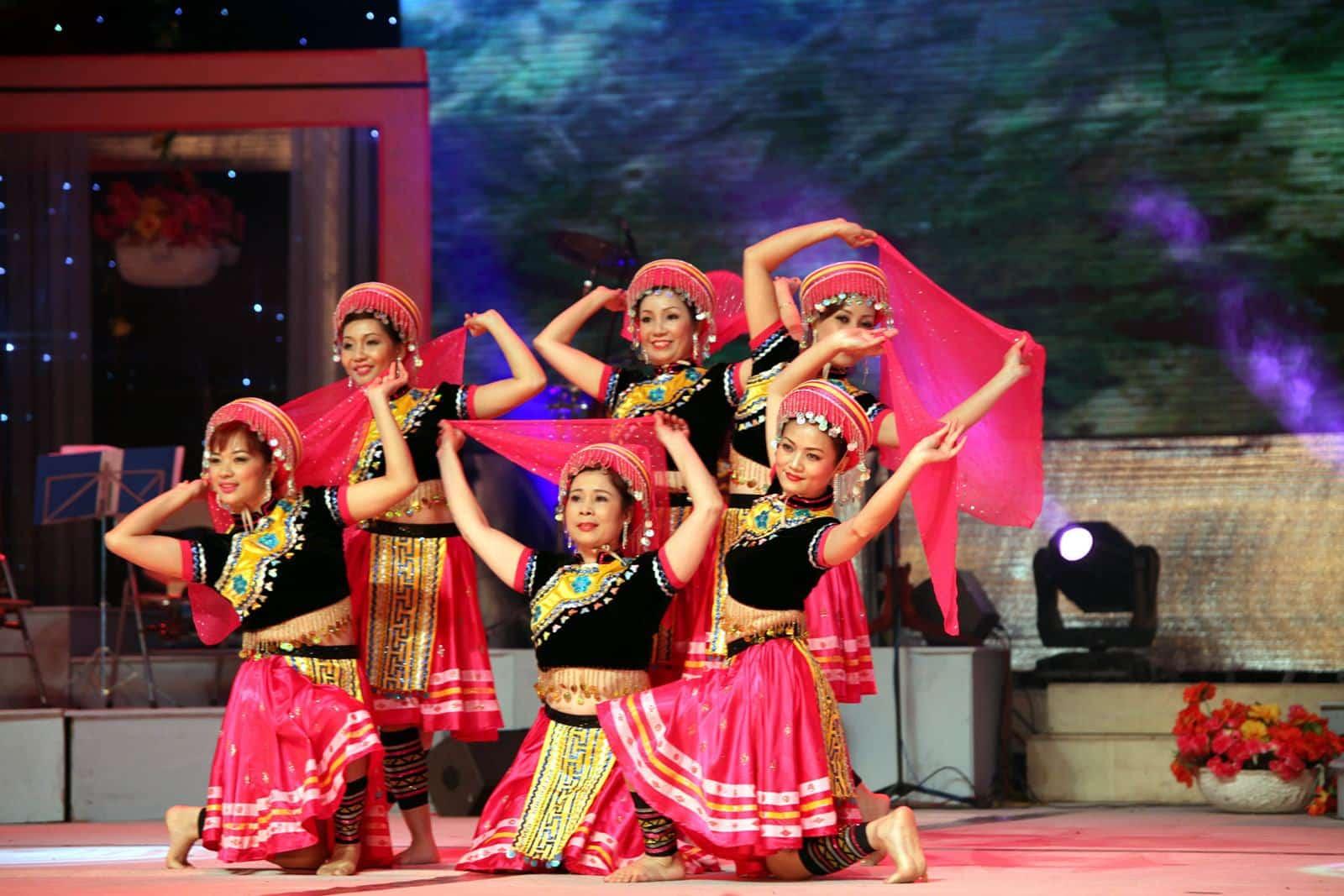Dịch vụ cho thuê trang phục biểu diễn múa - 24hQuangCao.Com