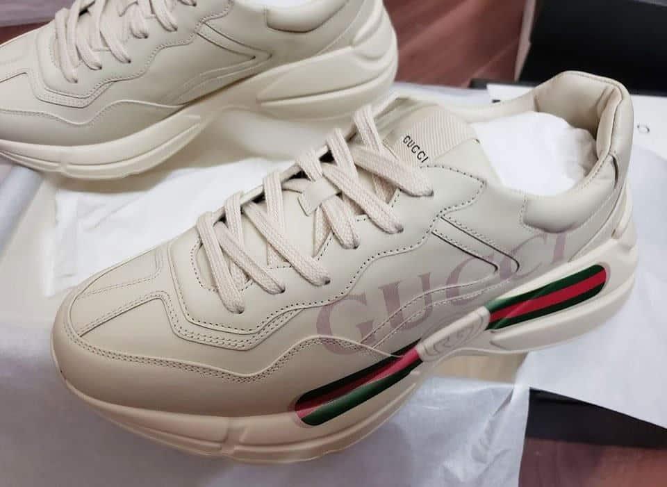 Một đôi giày gucci nam cao cấp