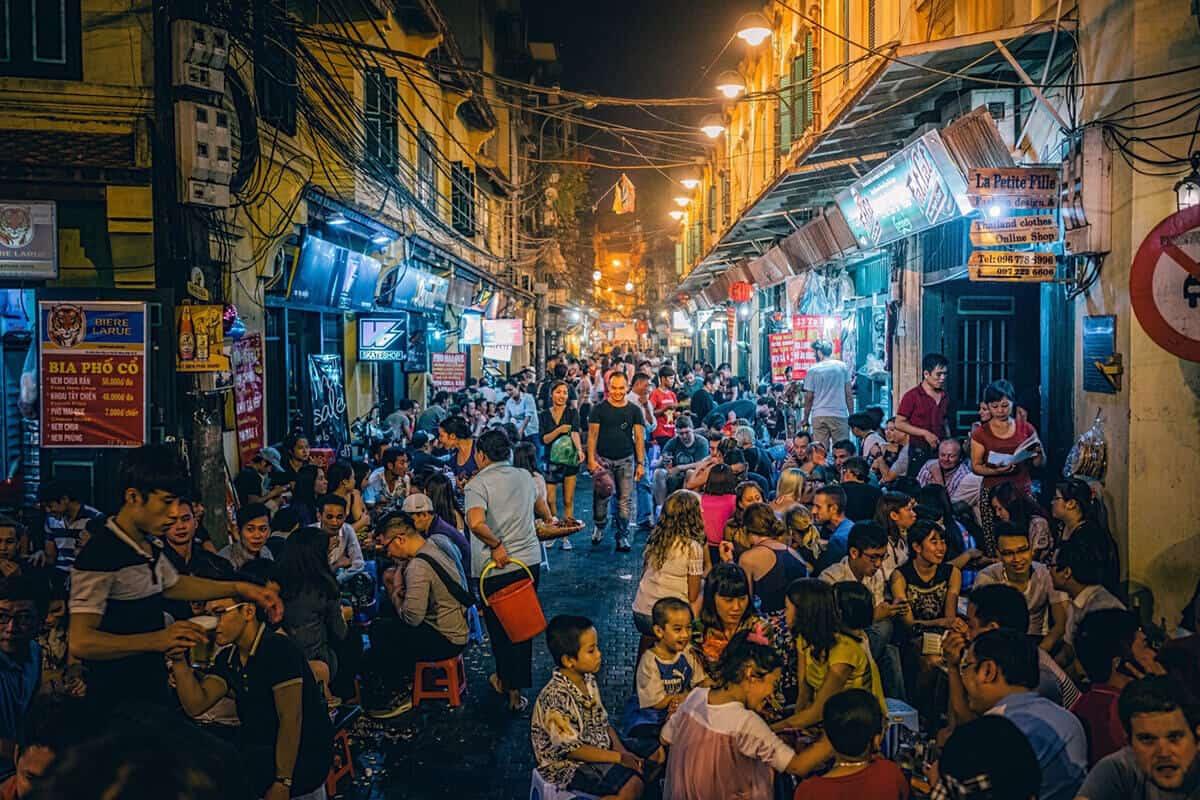 Tạ Hiện khu phố đêm độc đáo nhất thủ đô Hà Nội - Vntrip.vn