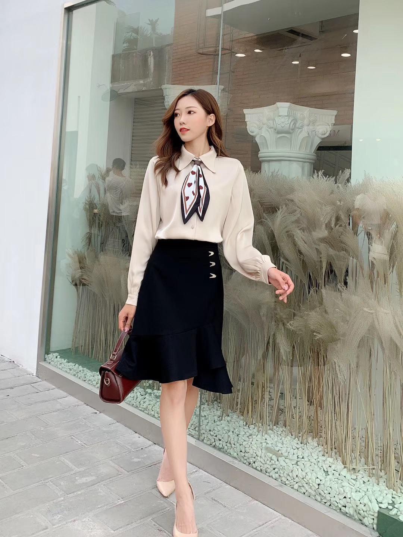 CV205 : Chân váy công sở đuôi cá chéo xẻ trước - yishop.com.vn