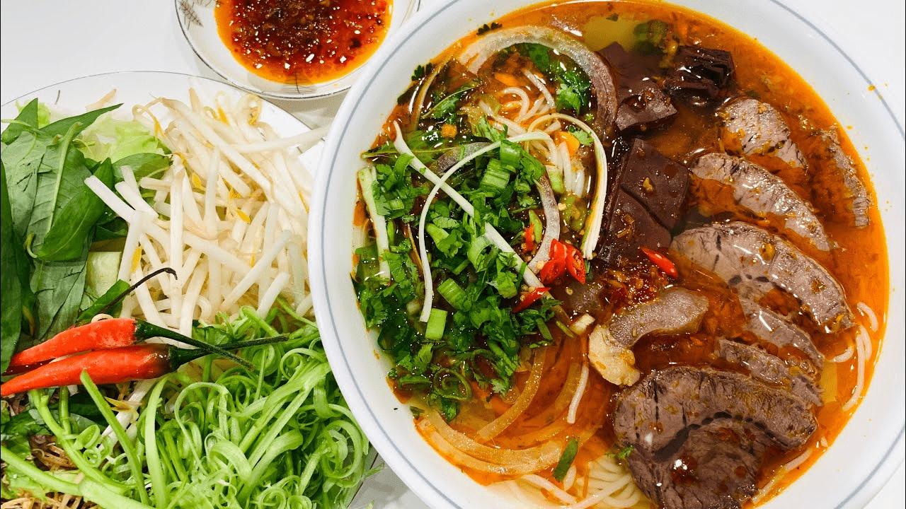 Hé lộ công thức nấu bún bò Huế Đông Ba ngon nhất nhì Sài Gòn mà ít ai biết
