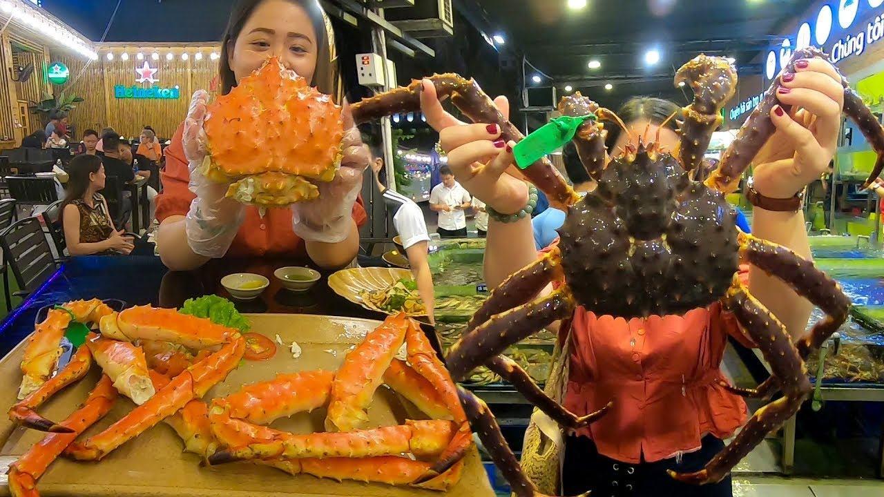 Ăn Cua hoàng đế khổng lồ ở nhà hàng hải sản lớn nhất Đà Nẵng   300$ Meal in  Làng Cá Seafood - YouTube