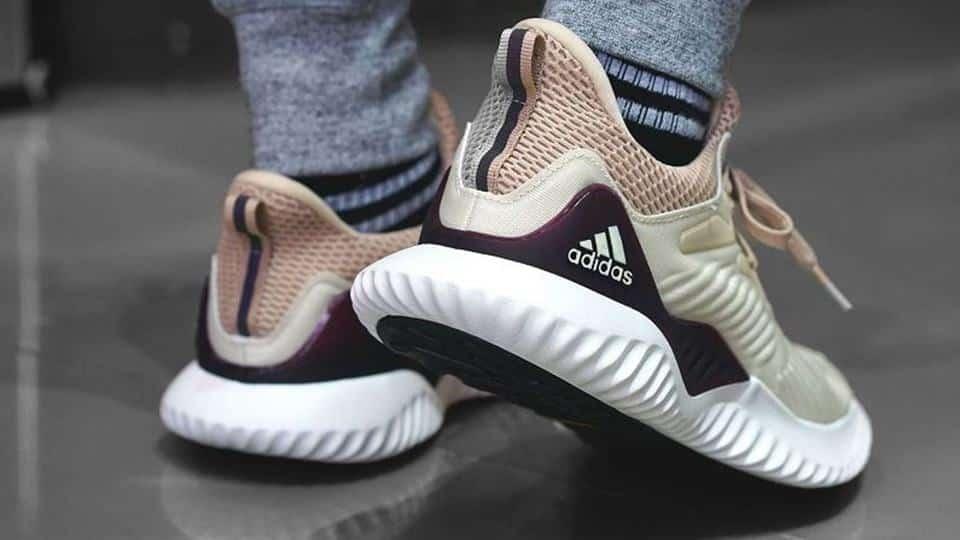 Vì sao giày Adidas lại có những loại logo khác biệt? - NHANHMUA.COM