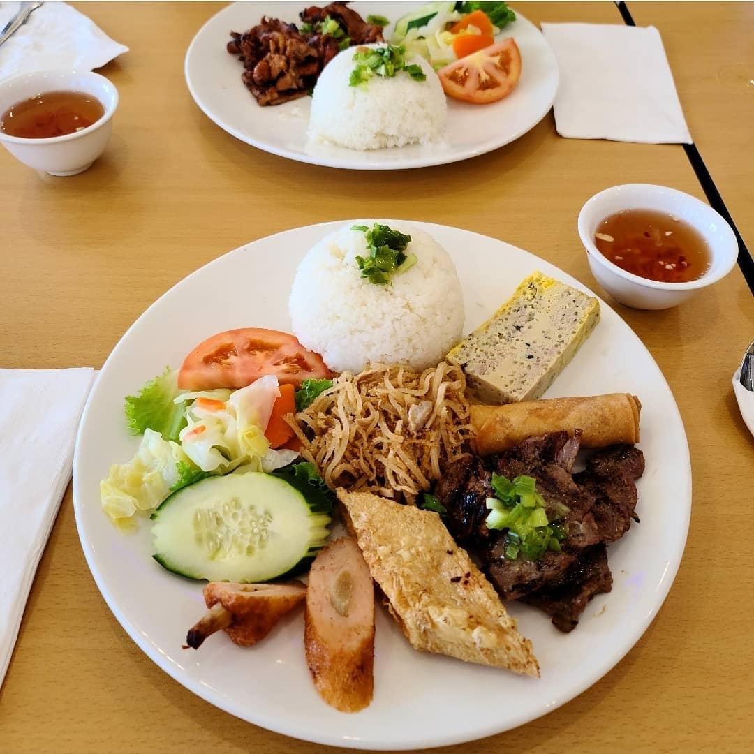 Top 10 Món Ăn Trưa Sài Gòn NGON BỔ RẺ Chưa Bao Giờ Hết HOT