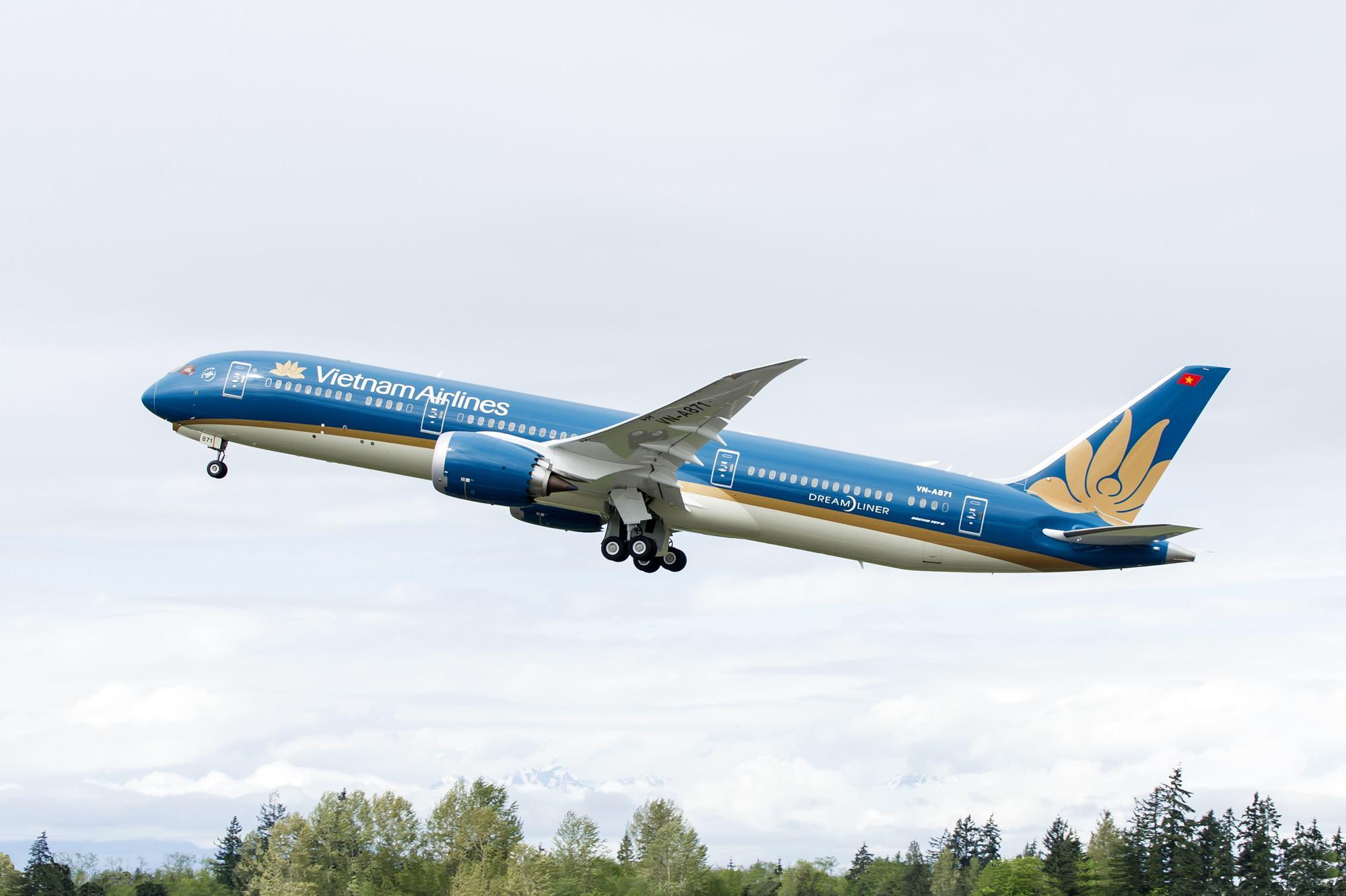 """Đưa """"siêu máy bay"""" Boeing 787 giải tỏa khách Việt Nam từ Đài Loan về TP HCM  - Báo Người lao động"""