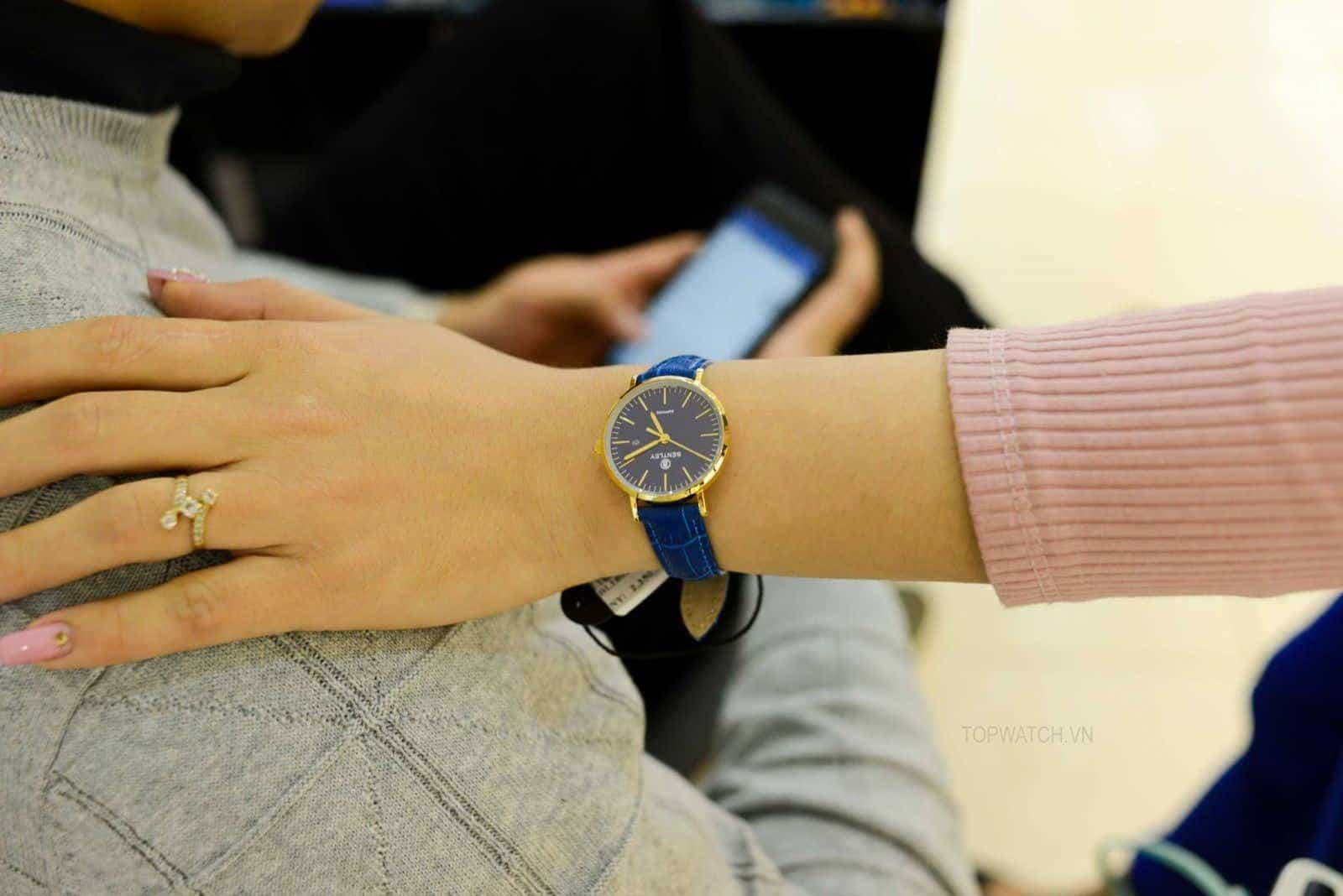 Cách chọn đồng hồ cho nữ tay nhỏ - Nữ cổ tay nhỏ nên đeo gì?