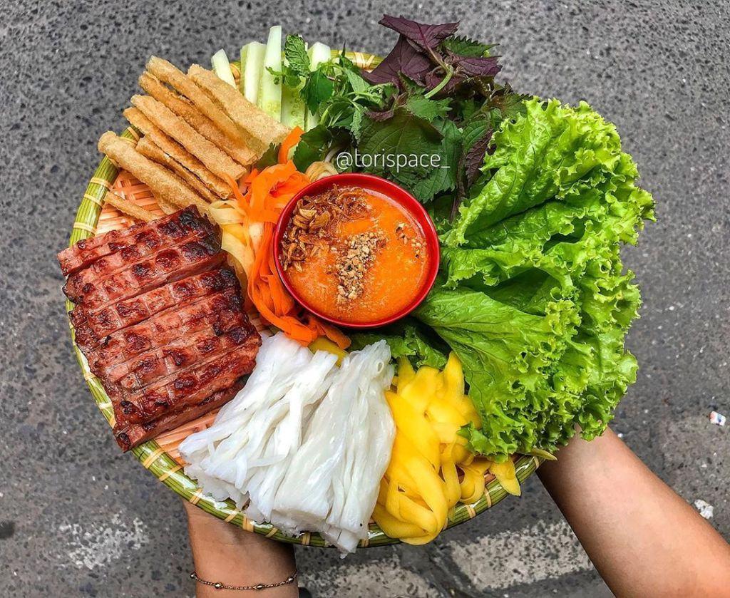 Nem nướng nha trang ở Sài Gòn nổi tiếng