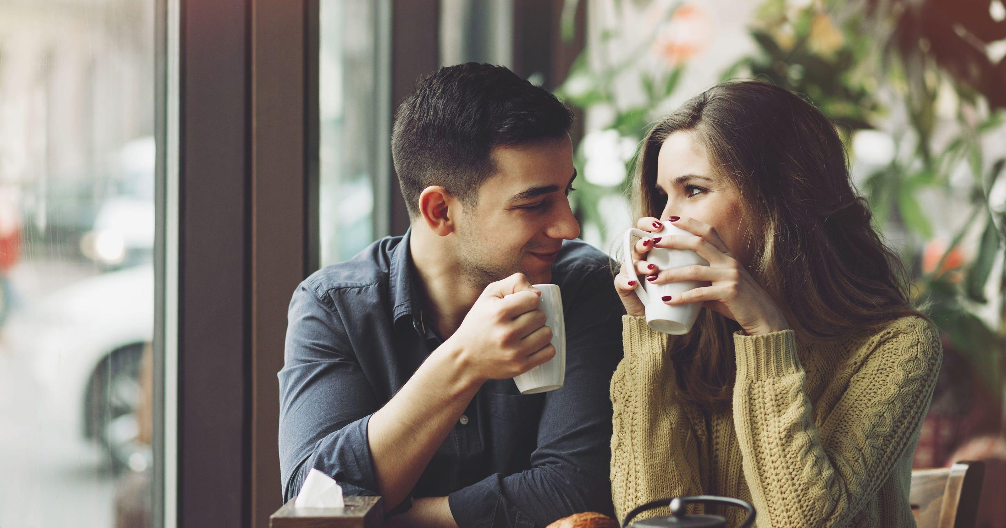 """Vừa nhận lời hẹn hò, cô gái đã """"ngã ngửa"""" vì chàng trai đi ăn lẩu xin nước dùng về pha mì tôm"""