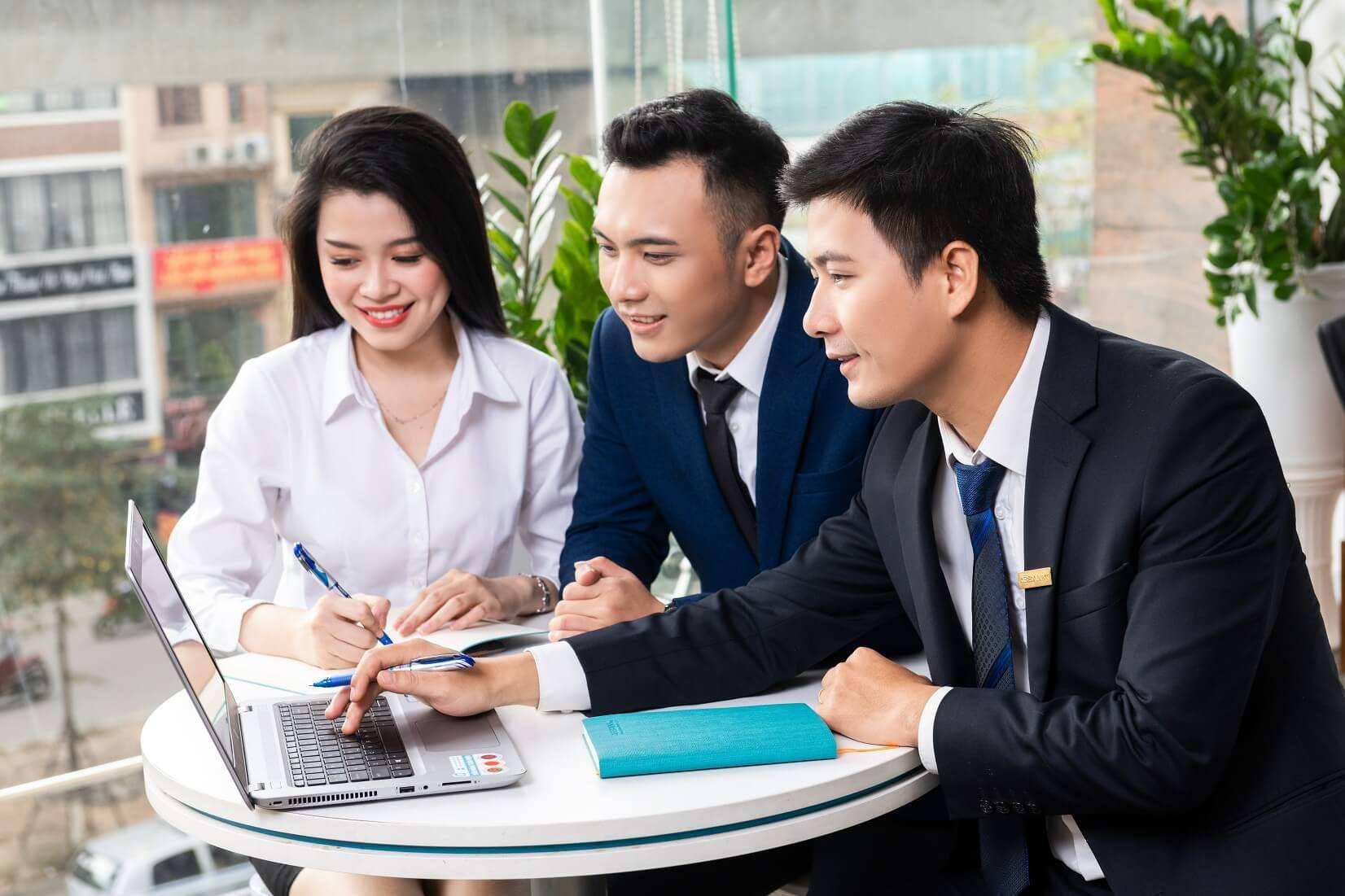 Nhân viên và chuyên viên văn phòng khác nhau ở điểm nào - Blogvieclam