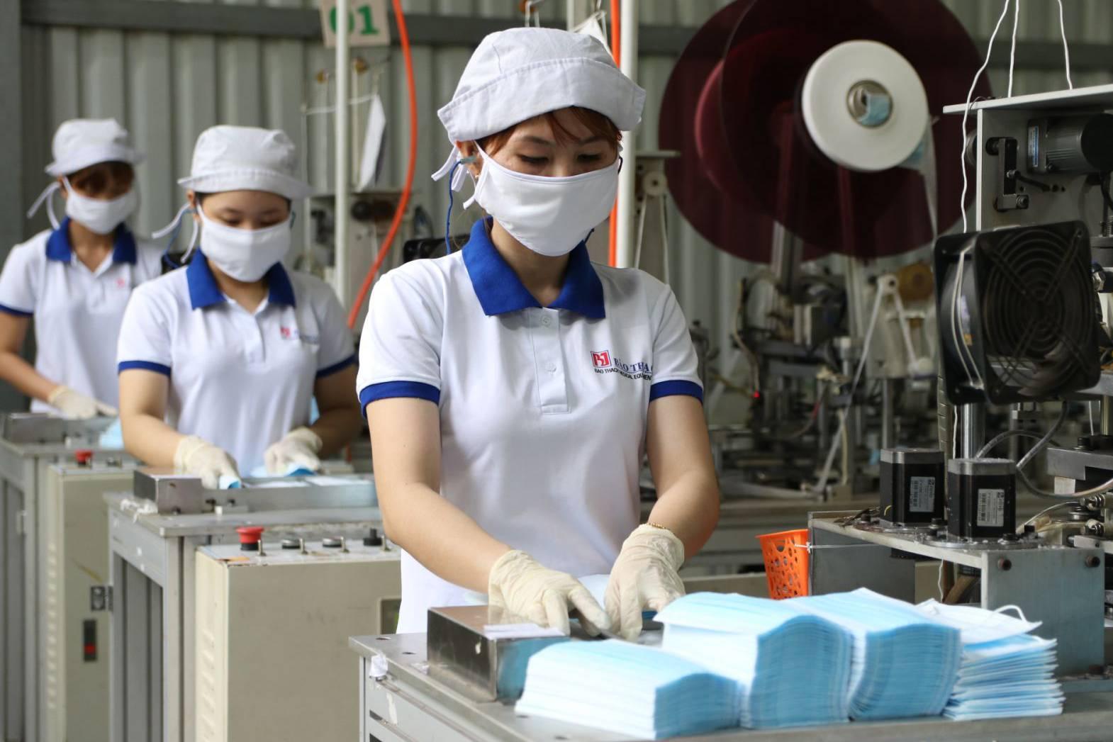 Danh sách nơi sản xuất khẩu trang y tế, nước rửa tay sát khuẩn, kèm số điện thoại - VnReview - Tin nóng