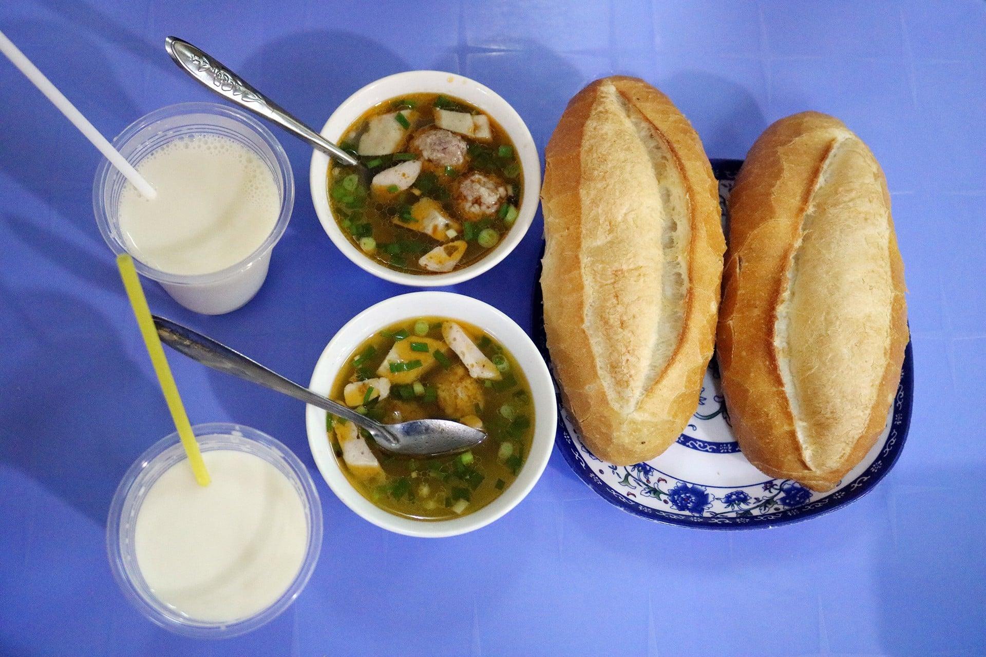Bánh mì xíu mại Đà Lạt thơm ngon