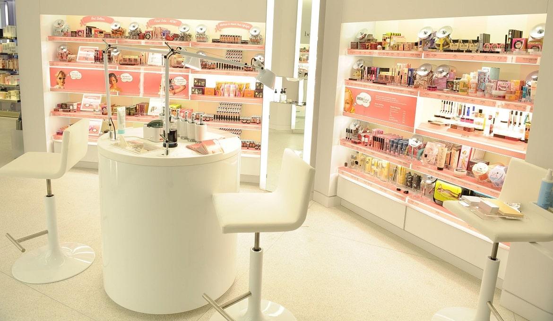 """Cửa hàng mỹ phẩm ở Thành phố Hồ Chí Minh đang biến """"Freeship"""" thành công cụ tăng doanh số bán hàng online - Nhanh.vn"""