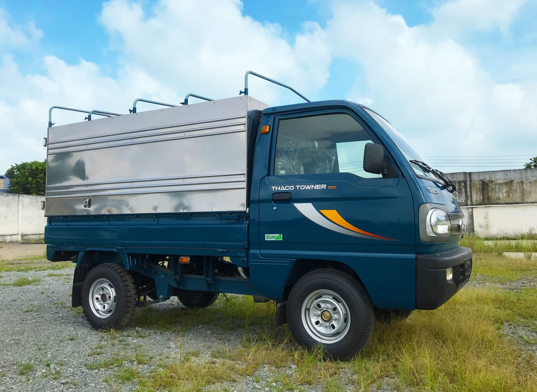 Towner 800 Thùng Bạt tải trọng 900 Kg thùng dài 2.14 mét vào thành phố.