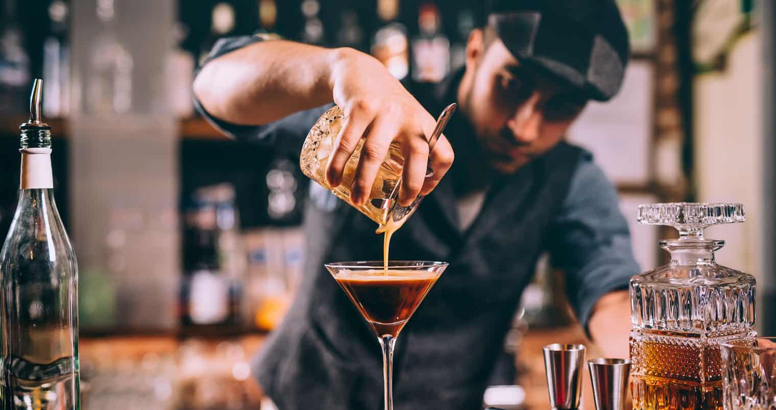 Robot bartender pha chế đồ uống như thế nào? - SHOP HOUSE QT