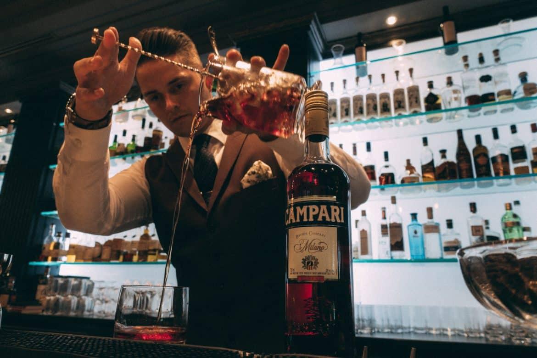 Học pha chế bartender ngành nghề đang hot nhất hiện nayQuả Táo Vàng